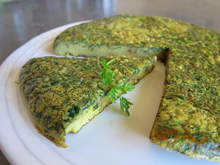 Персидское  блюдо  с яйцом и зеленью