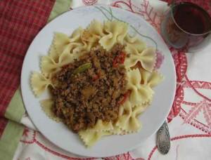 Фарфалле с мясом