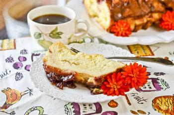 Ванильный пудинг с тостами и вареньем