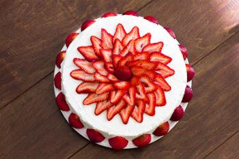 "Бисквитный торт ""Клубника со сливками"""