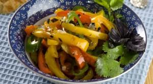 Салат с обжаренным перцем