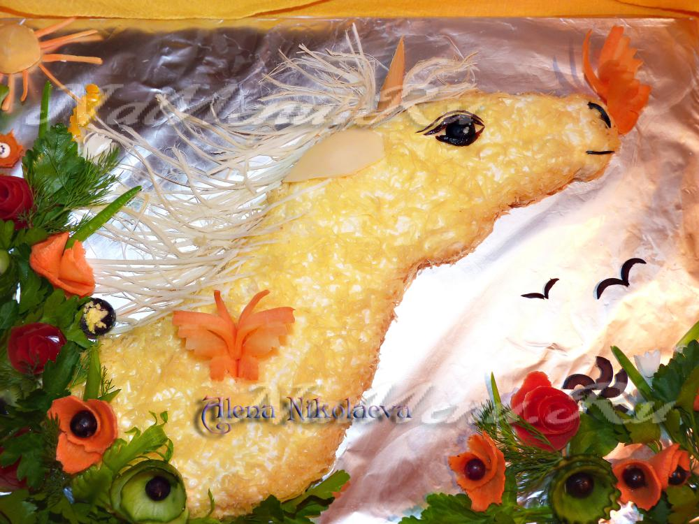 """Новогодний салат с консервированной рыбой """"Единорог Счастья"""""""