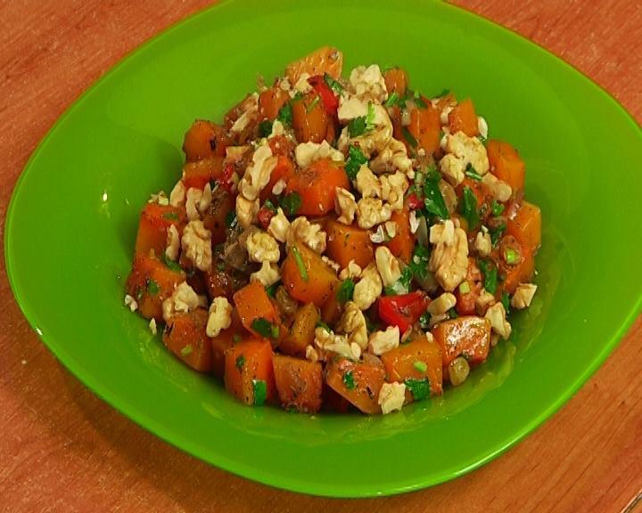 Salad with pumpkin and raisins