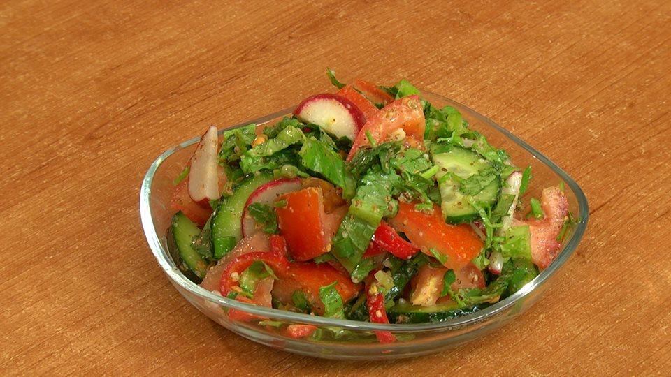 Salad with dudkas sauce