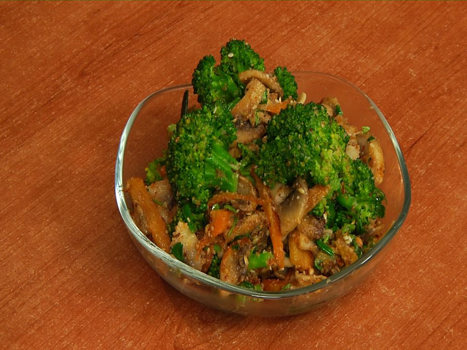 Appetizer with mushroom and broccoli