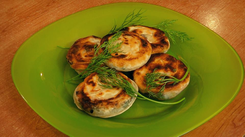 Layered cakes with green onion