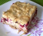 Fruit pie with egg white layer
