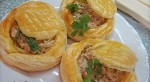 Chicken in puff pastry baskets