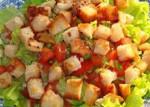 Постный салат След Цезаря с сухариками