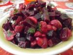 Постный салат из печеной свеклы с грибами