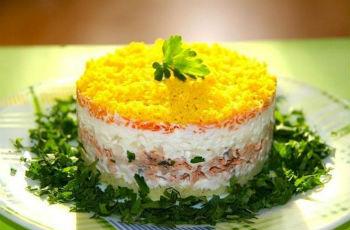 "Салат ""Мимоза"" с твердым сыром"