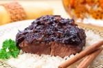 Ոչխարի միս՝ շոգեխաշած սալորաչրով ու  դարչինով