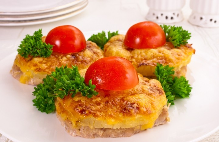 Fried pork with pineapple and cheese