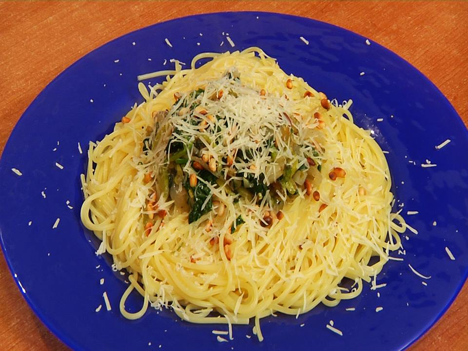 Spagetti with green sauce