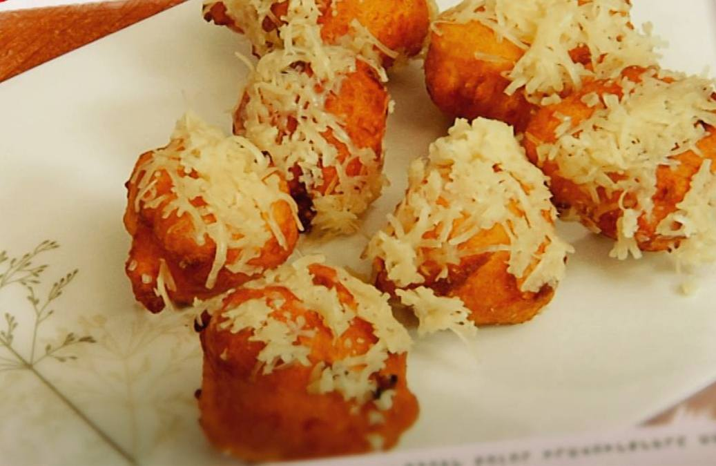 Profitrols with cheese