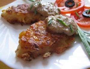 Lent onion chops with mushroom souse